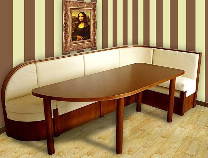 Большой стол с диваном