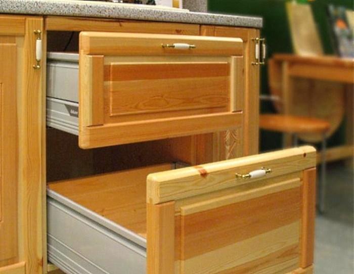 Кухонная тумба с выдвижными ящиками