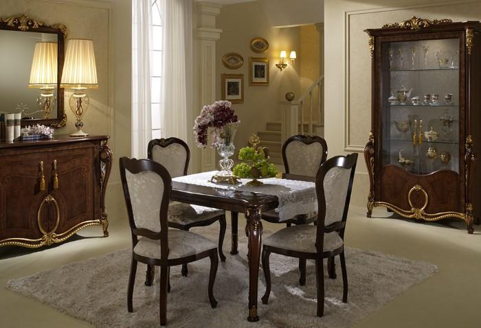 Обеденные стулья в стиле классика с обивкой