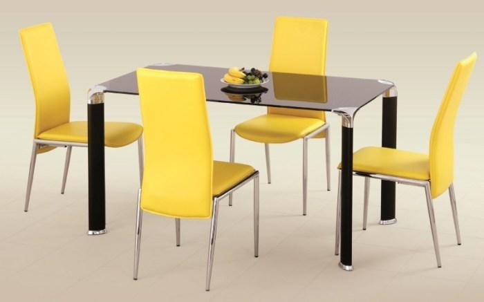 Яркая обеденная группа с желтыми стульями