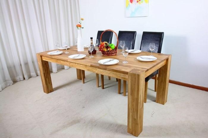 Стол на кухне из дерева