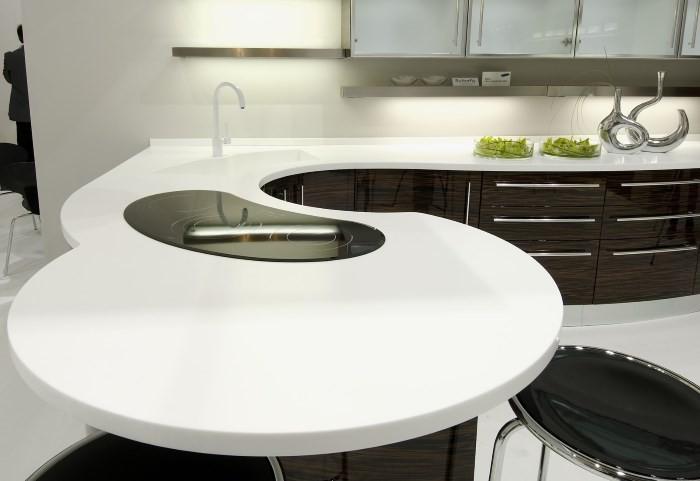 Столешница из искусственного камня на кухне