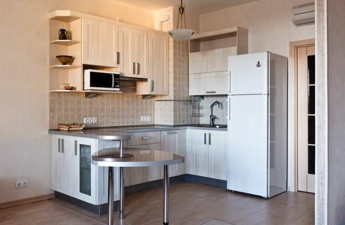 Холодильник на кухне