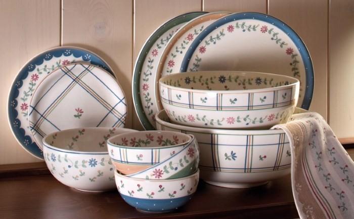 Набор посуды с декором