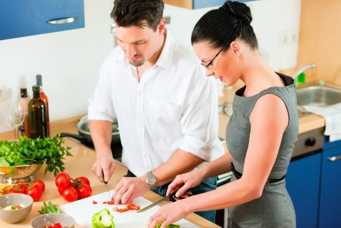 Семейная пара на кухне