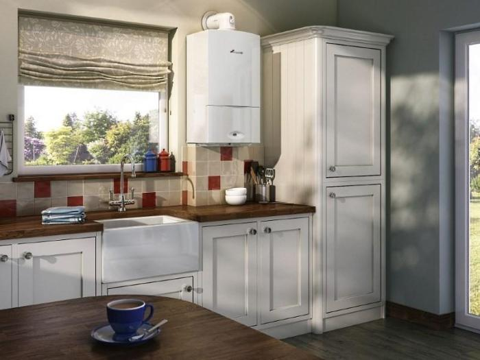 дизайн белой кухни с газовым котлом