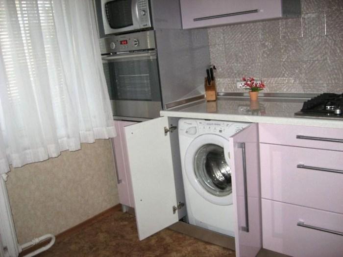 Обычная стиральная машина под столешницей