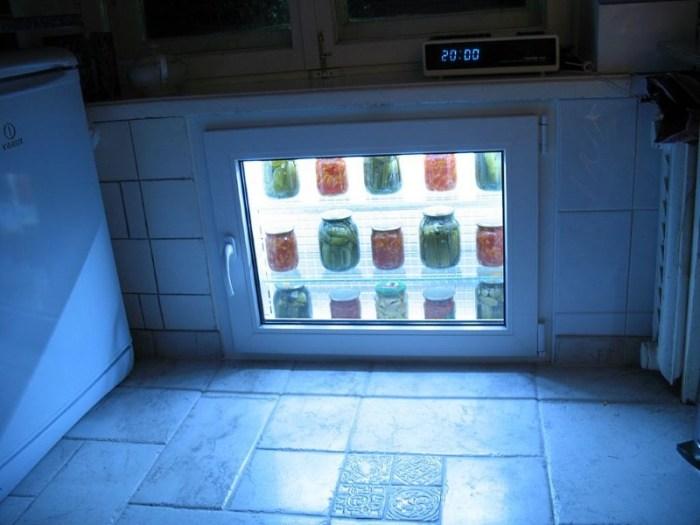 Хрущевский холодильник под окном кухни