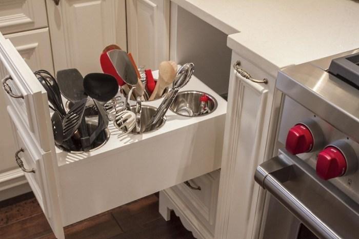 Обустройство маленькой кухни системами хранения
