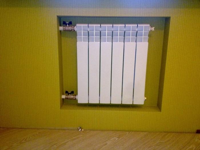 Радиатор в нише хрущевского холодильника