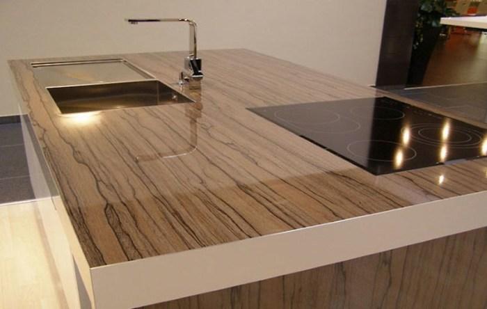 Разделочный стол с пластиковым покрытием