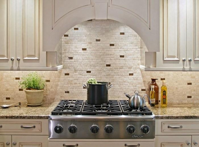 Фартук мозаика для белой кухниuhni