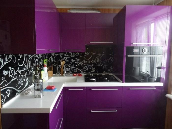 кухня фиолетовая с черным