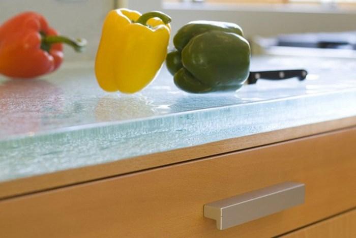 Стеклянная столешница на кухне