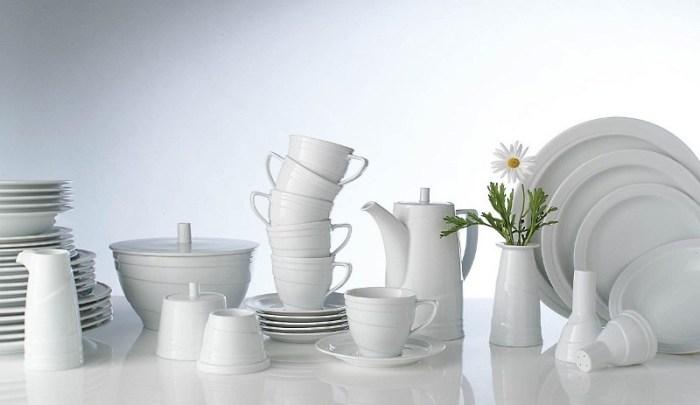 неокрашенная белая фарфоровая посуда