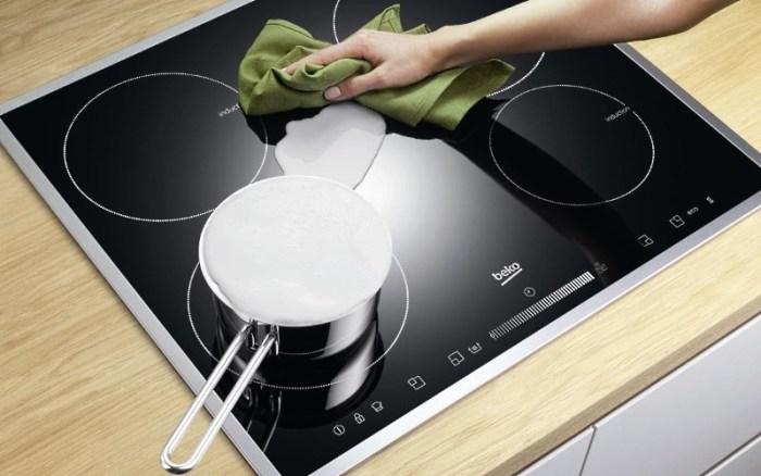 Чистка плиты на кухне