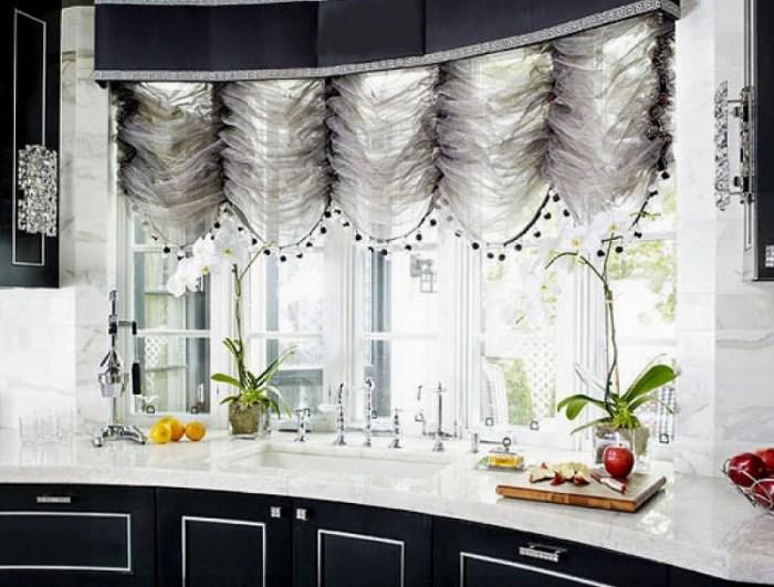 Короткие французские шторы на кухне