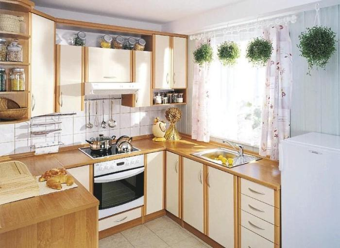 Короткие шторы на кухне