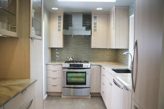 встроенная мебель на маленькой кухне