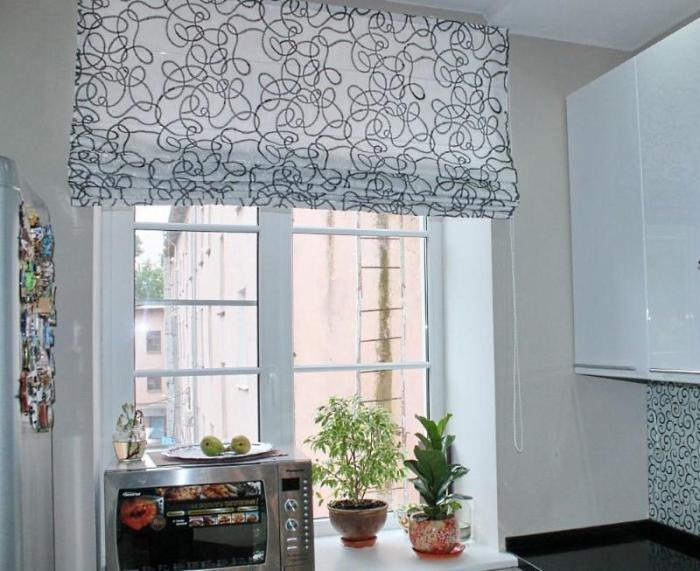 римская штора на маленькой кухне