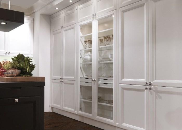 белый итальянский встроенный шкаф