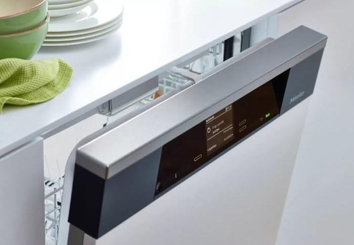 Частично встроенная посудомоечная машина