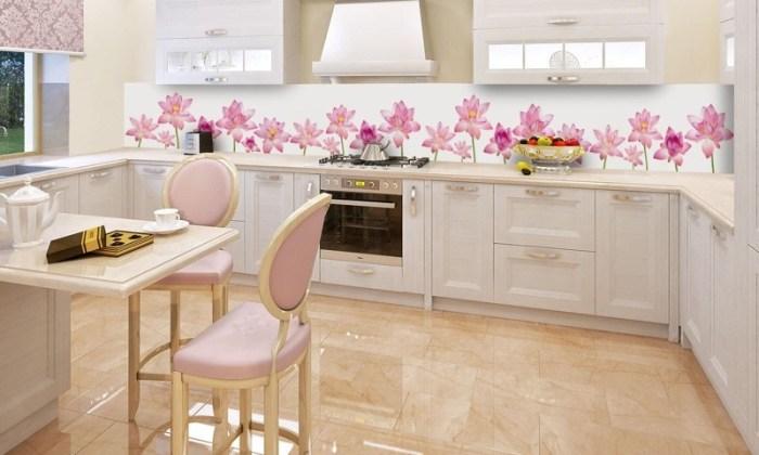 Бежевый пол на кухне