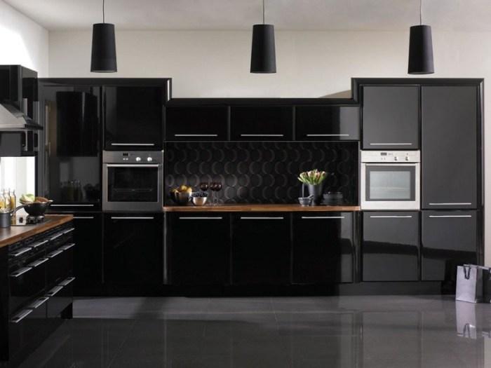 Полностью черная кухня