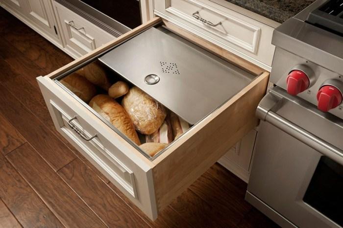 Хлебница в выдвижном ящике