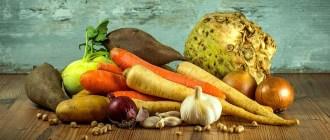 Овощи не деревянном столе