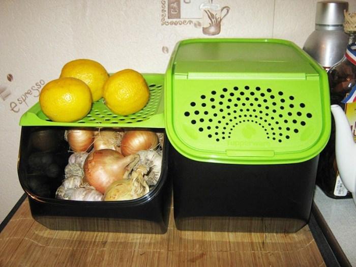 Хранение овощей под раковиной в контейнерах