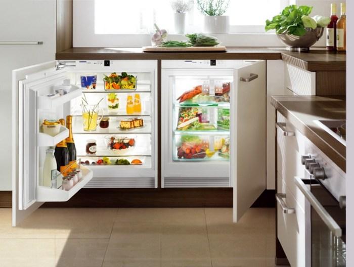 Холодильник встроен под подоконник