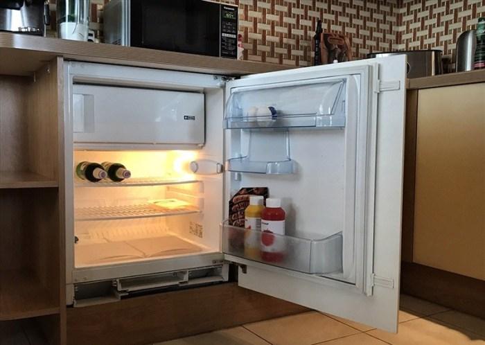 Мини-холодильник встроенный под столешницей