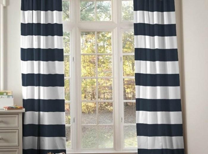 Полосатые сине-белые шторы