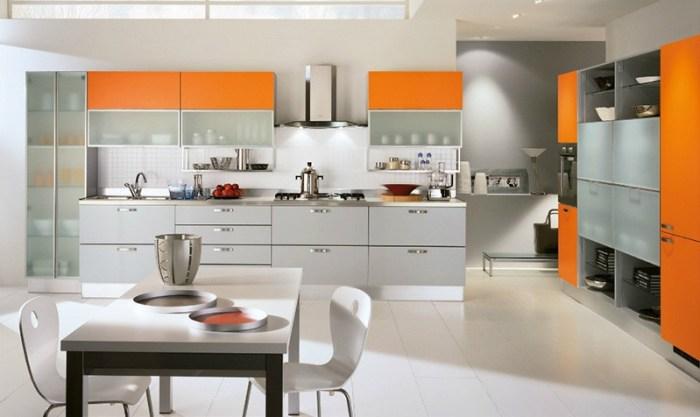 Стиль хайтек с оранжевыми фасадами