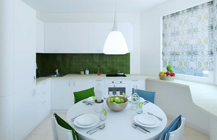 Круглый стол по центру кухни