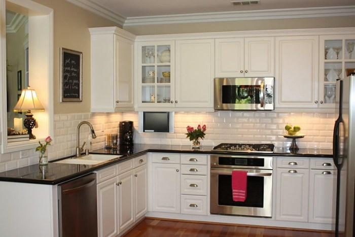 Кухонный фартук из белой плитки кабанчик