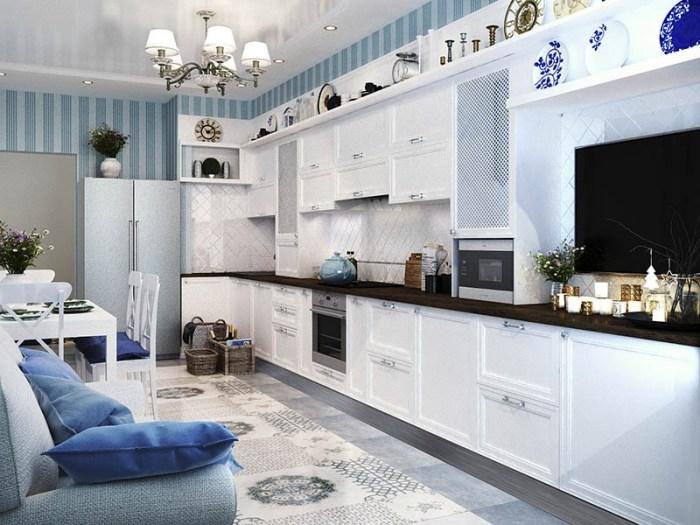 Яркие синие подушки для стульев и дивана на кухне в голубых тонах