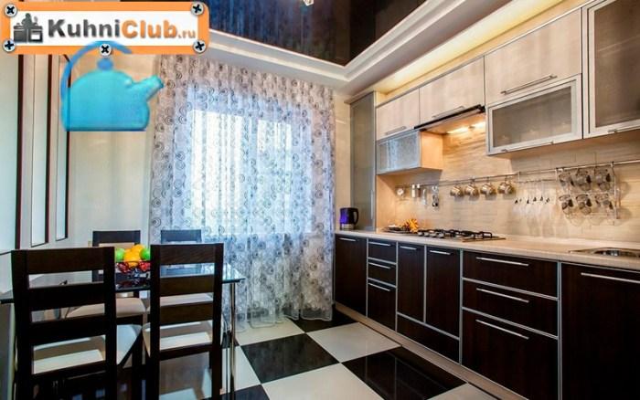 Потолок-в-кухне-из-беленого-дуба