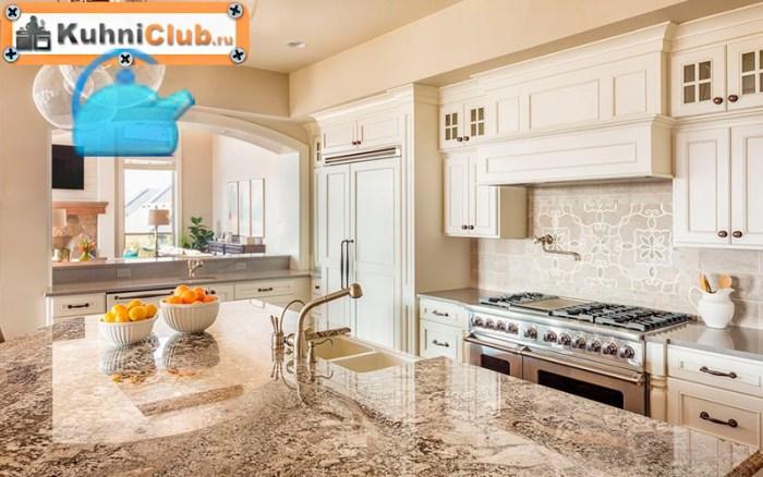 Столешница-из-камня-в-белой-кухне