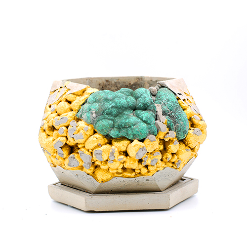 Concrete Planter Bathurst Mews pot kintsugi grey and green color with gold structure, octogonal shape, handmade in Berlin.
