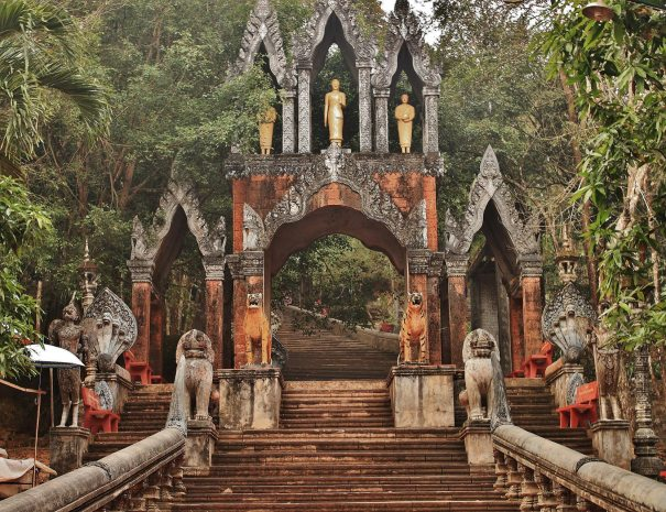 Phnom Kulen Group Tour - Entrance to Preah Ang Thom