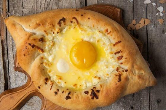 Хачапури лодочка с яйцом - 6 рецептов в домашних условиях ...