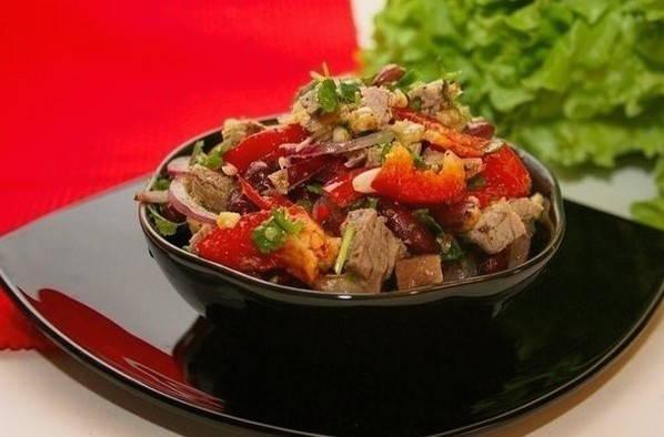 Салат с фасолью, мясом и помидорами - рецепт с пошаговыми фото