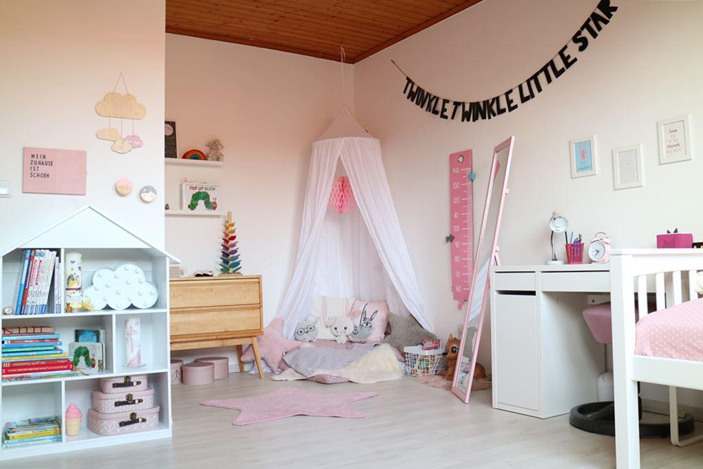 Familienleben // Kindergarten-/ & Schulkind in einem Kinderzimmer