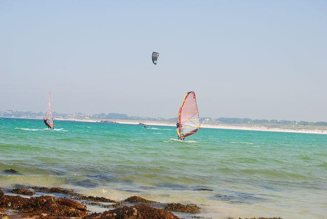 k-87_Kitesurfer und Surfer