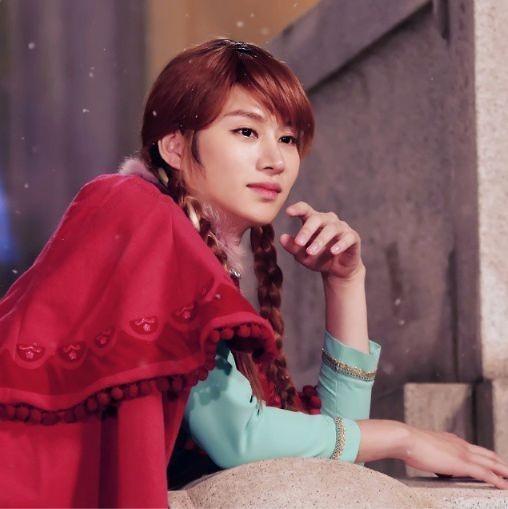 Heechul as Anna