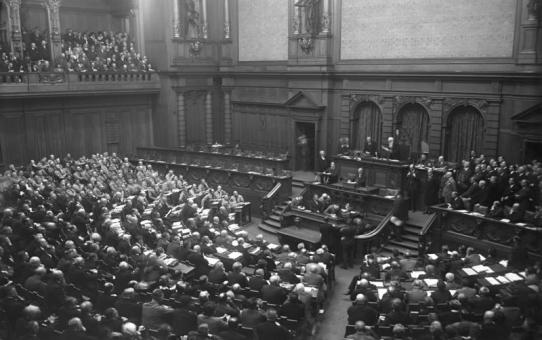 Die Eröffnung des Reichstags im Oktober 1930