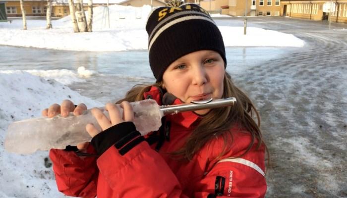Emilia testar isflöjten