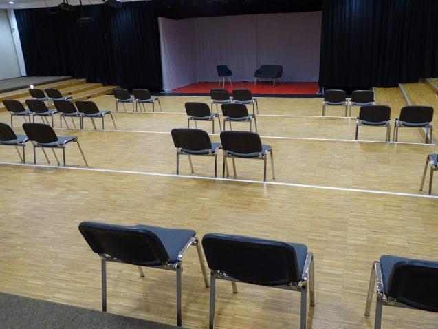 Theateraula mit Abstand